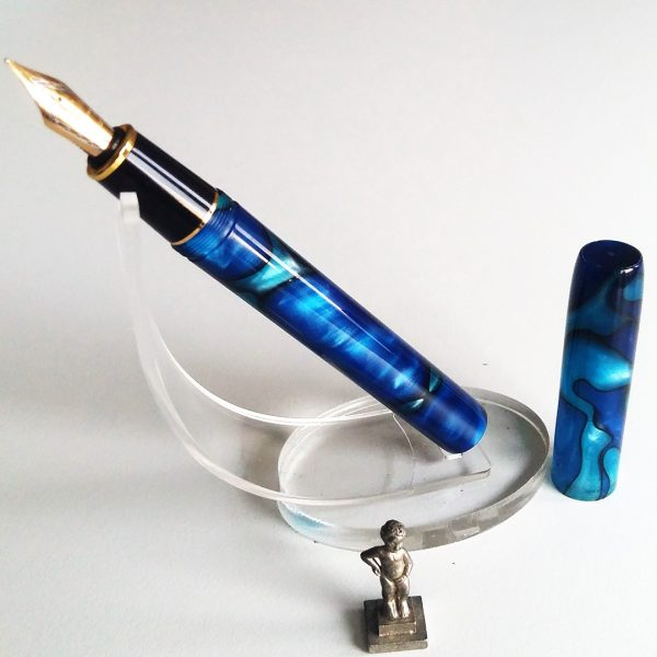 wet and wise fountain pen dark blue galaxy